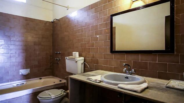 Bathroom in Hotel Himmatgarh Palace