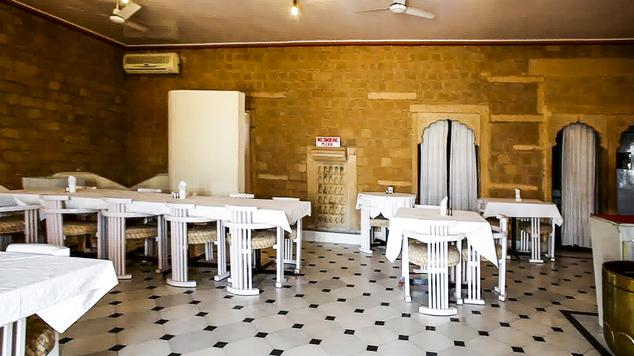 Dining2 in Hotel Himmatgarh Palace