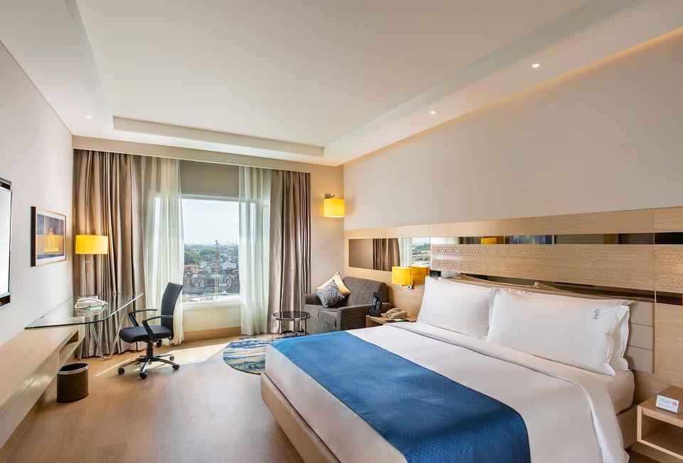 holida-inn-agra-double-room