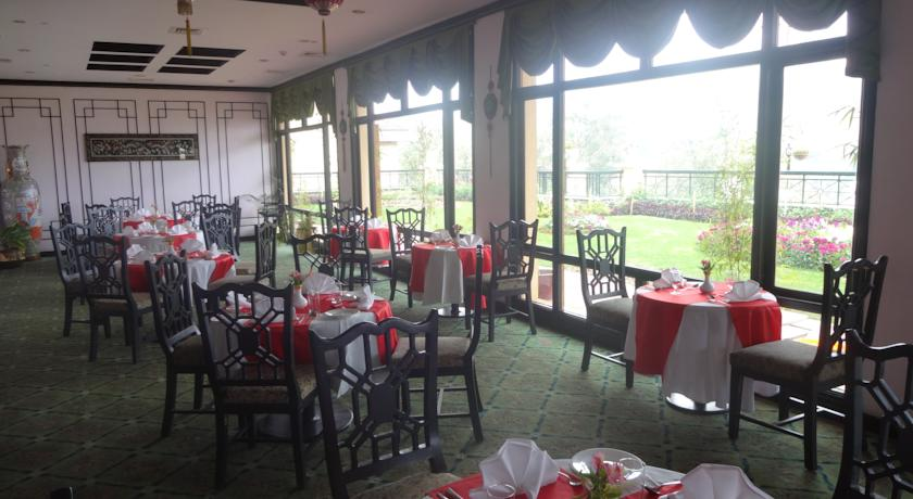 Dining in Hotel Gem Park Ooty
