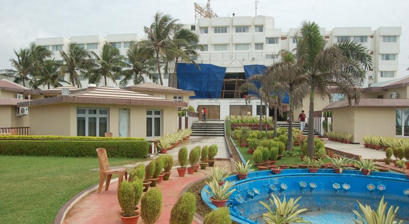 Garden in Hotel Holiday Resort