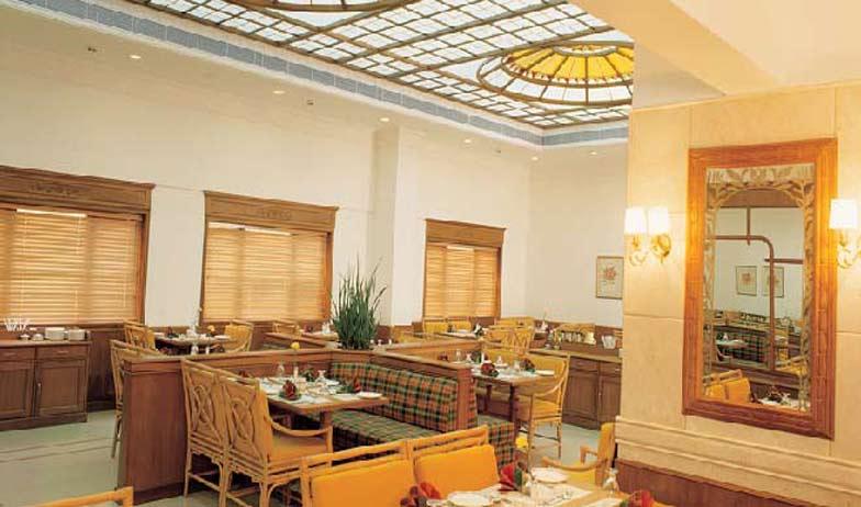 Dining in Hotel Abad Atrium