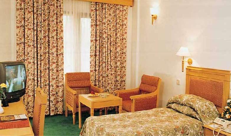 Suite in Hotel Abad Atrium