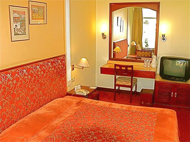 Deluxe Executive Room in Hotel Ajanta Continental Dehradun