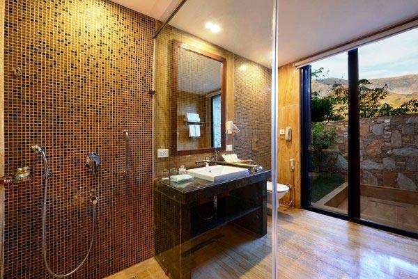 bathroom-in-Hotel-Ajanta,-Udaipur
