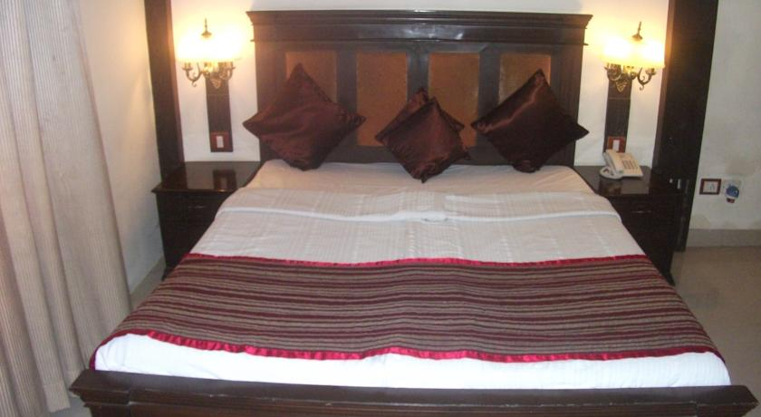 Classic Rooms in Hotel Allahabad Regency