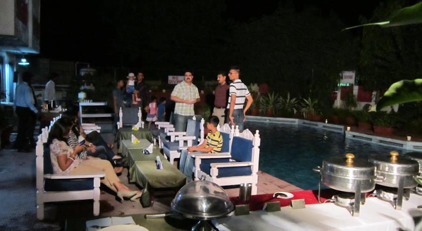 Dining in Hotel Aravali, Alwar