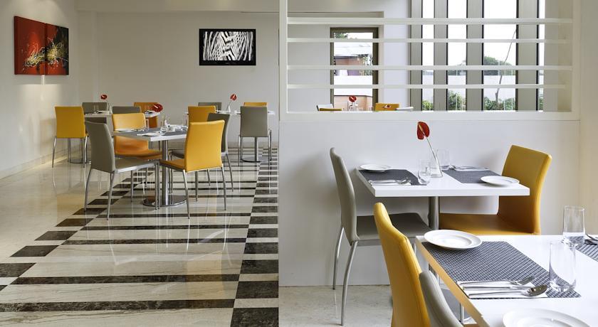 Dining in Hotel Ibis Nashik2