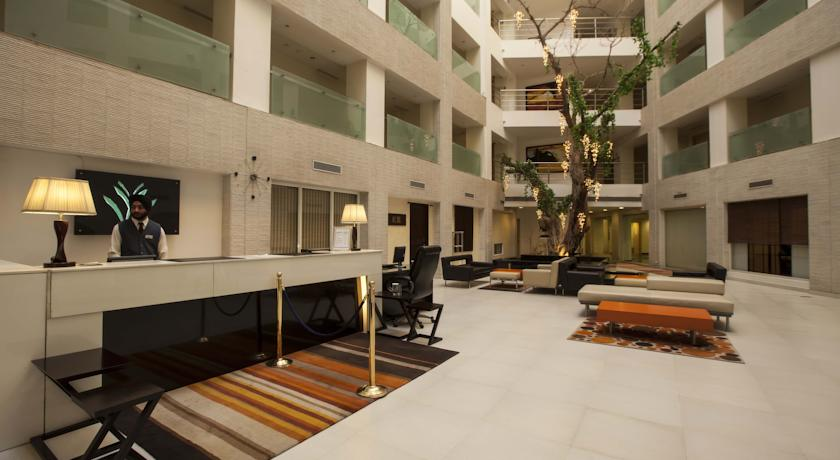 Reception in Hotel Avalon Courtyard-Residences & Suites