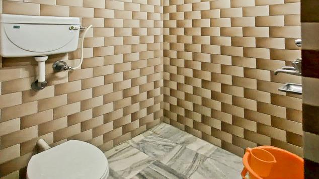 Bathroom in Hotel Basera Katra