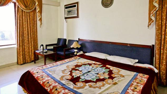 Deluxe Room in Hotel Basera Katra