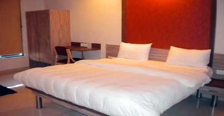 Super Deluxe in Hotel Budget Inn Palm Regency Vapi