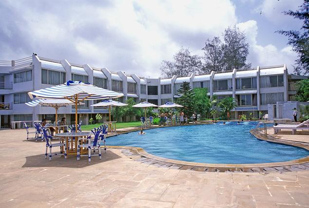 Swimming in Hotel Cidade De