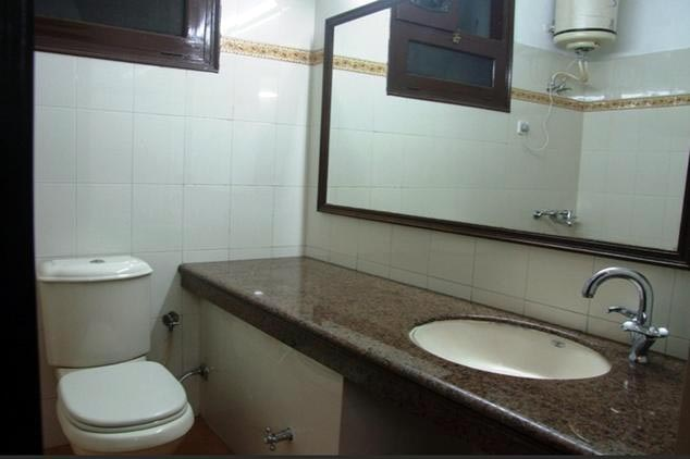 Bathroom-in-Hotel-Comfort-Inn-Dalhousie