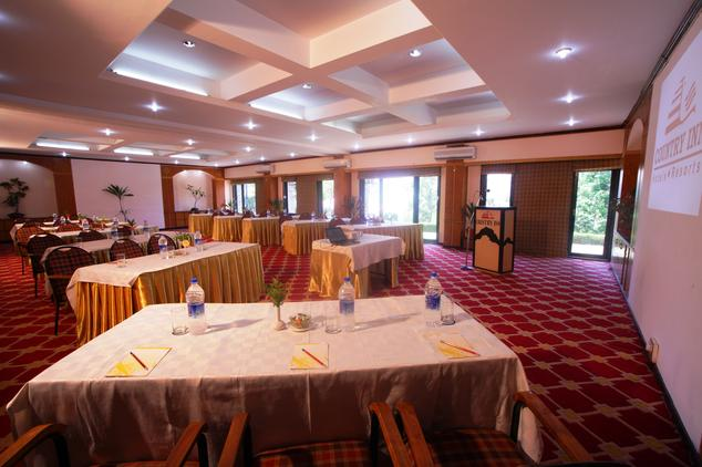 Dining2 in Hotel Country Inn Bhimtal