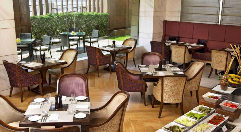 Restaurant - Coffe Shop in Hotel Crowne Plaza Mayur Vihar New Delhi