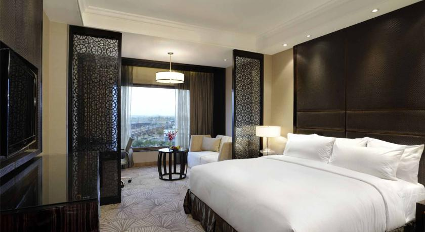 Executive Club Level Rooms in Hotel Crowne Plaza Mayur Vihar New Delhi