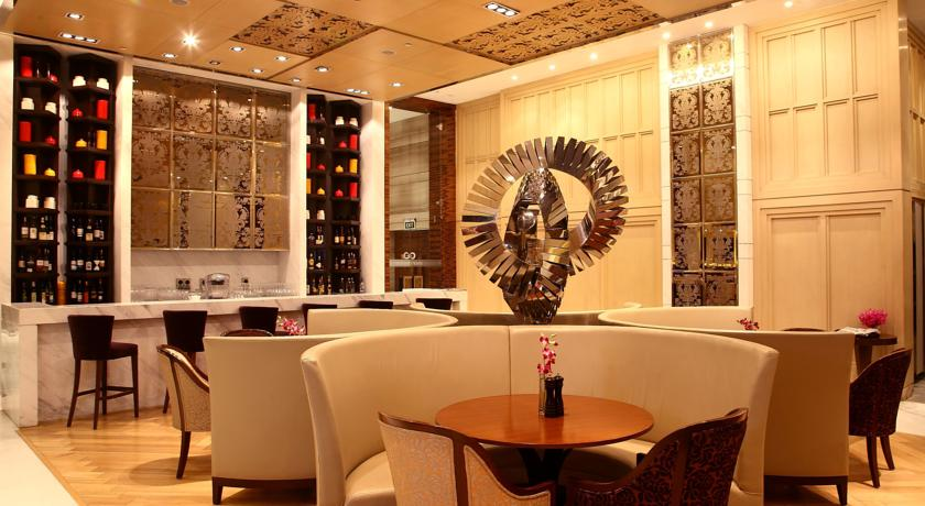 Bar in Hotel Crowne Plaza Mayur Vihar New Delhi