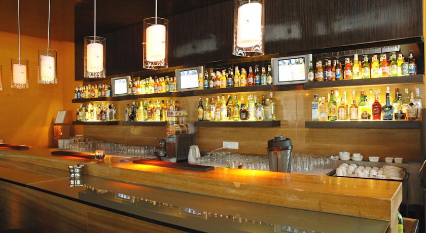 Bar in Hotel Deccan Rendezvous