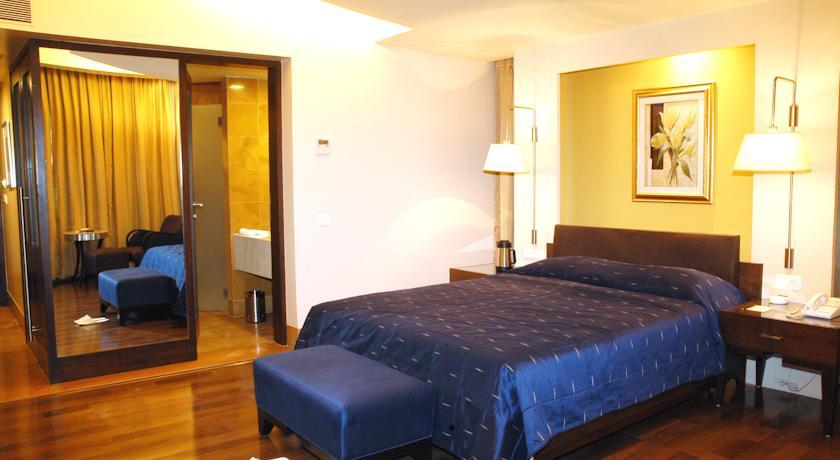 Deluxe Rooms in Hotel Deccan Rendezvous