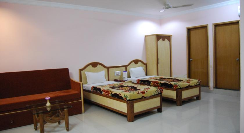 Deluxe Rooms in Hotel Delta International