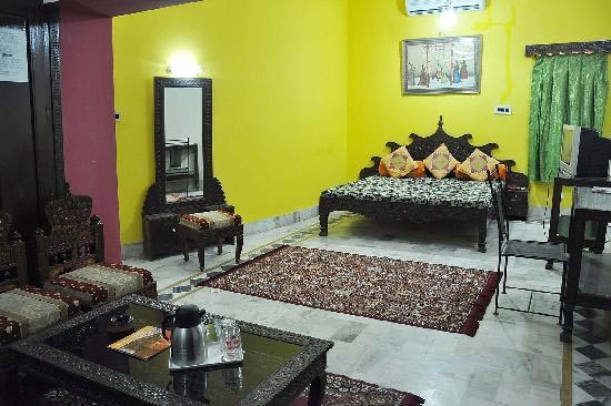 Super-Deluxe-Rooms-in-Hotel-Dhola-Maru