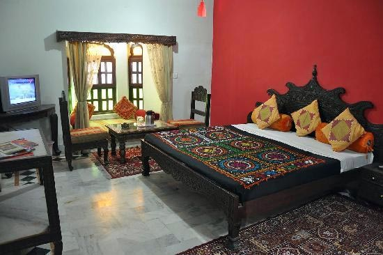 Deluxe-Rooms-in-Hotel-Dhola-Maru