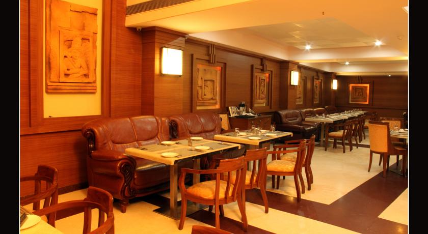Dining in Hotel East Park Bilaspur