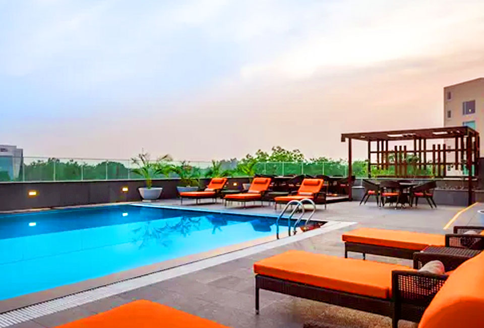 hyatt-place-gurgaon-udyog-vihar-swimming-pool