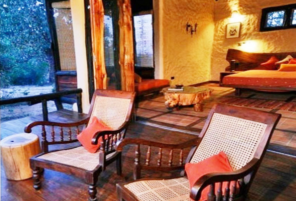 kanha-earth-lodge-inner-room-chair