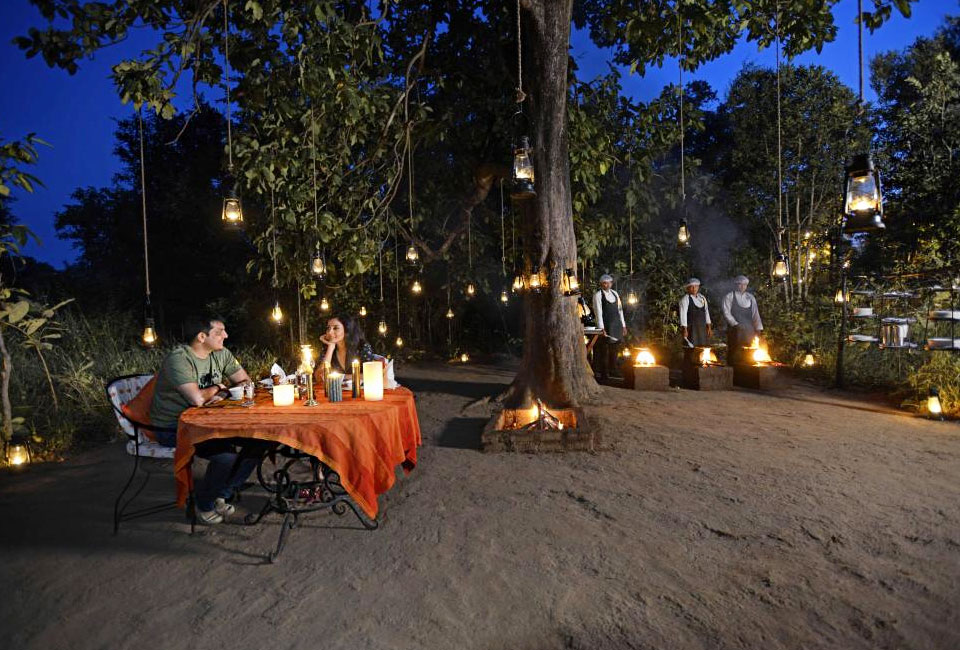 kanha-earth-lodge-candle-light-dinner