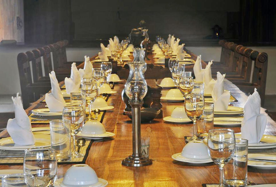 kanha-earth-lodge-dinning-room