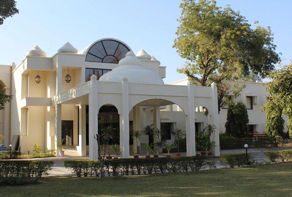 mint-bundela-resort-khajuraho-front-view