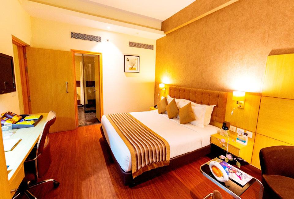 hotel-ramada-neemrana-bed-room