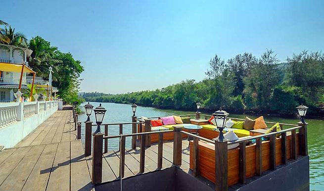 river-side-deck