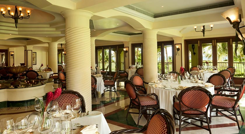 Dining2-Table-in-Taj-Exotica-Goa