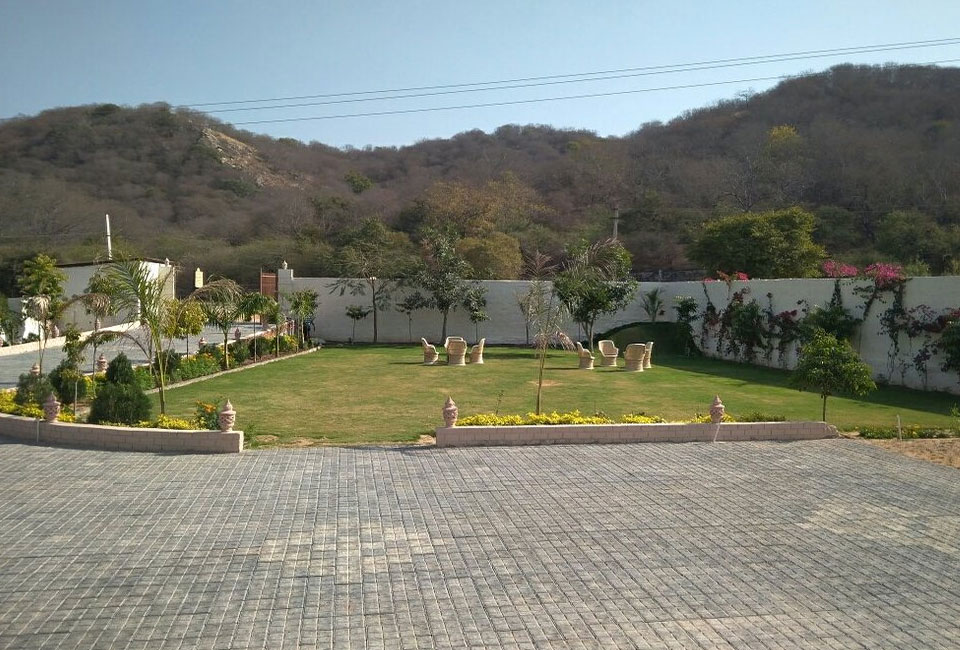 welcomheritage-mount-valley-resort-ranthambore-garden-view-2