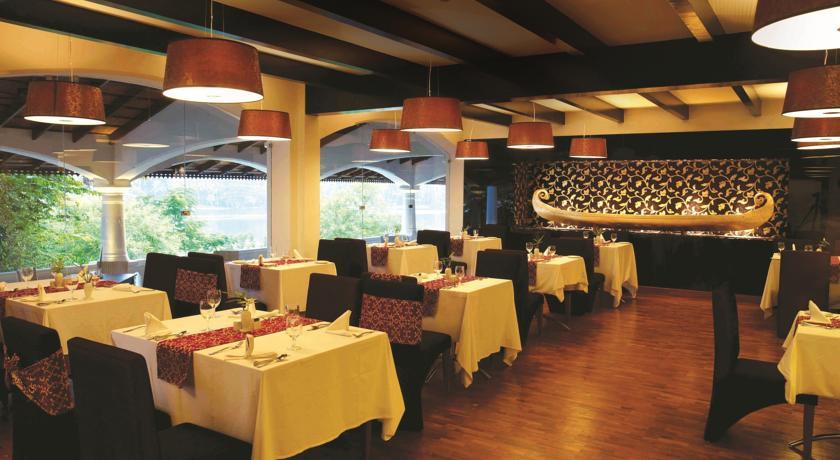 Dining in WelcomHotel Raviz Ashtamudi, Kollam