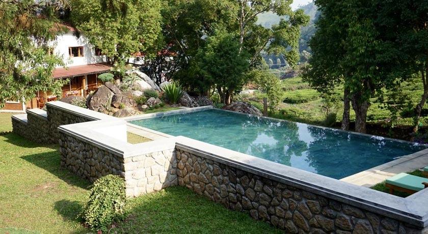 swimming-pool in Windermere Estate Munnar
