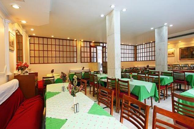 Dining in Hotel Zabarvan Srinagar