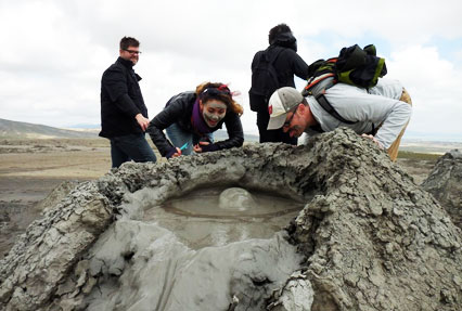 mud volcanoes in baku