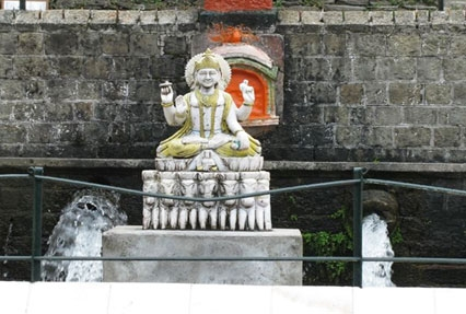 Bhagsu Nag, Temple