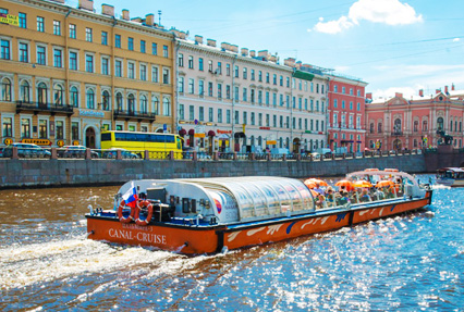 neva river boat ride in st.petersburg
