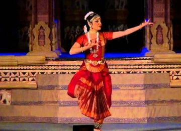 Enjoy the Dance Festival in Khajuraho