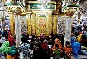 Urs at Hazrat Nizamuddin Aulia's Shrine Delhi Indi