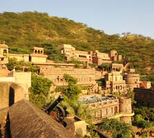 Neemrana tourist place in rajasthan